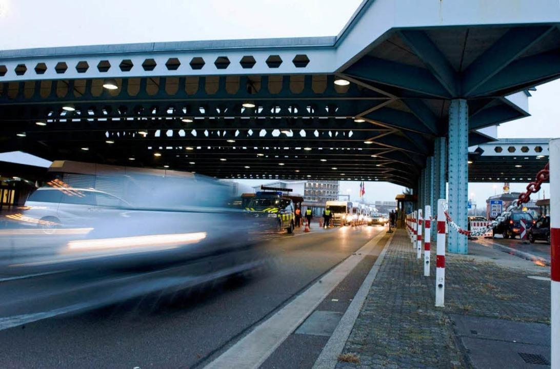 Weil die Eidgenossen in die Schengenzo...Personenkontrollen an der Grenze mehr.    Foto: dpa