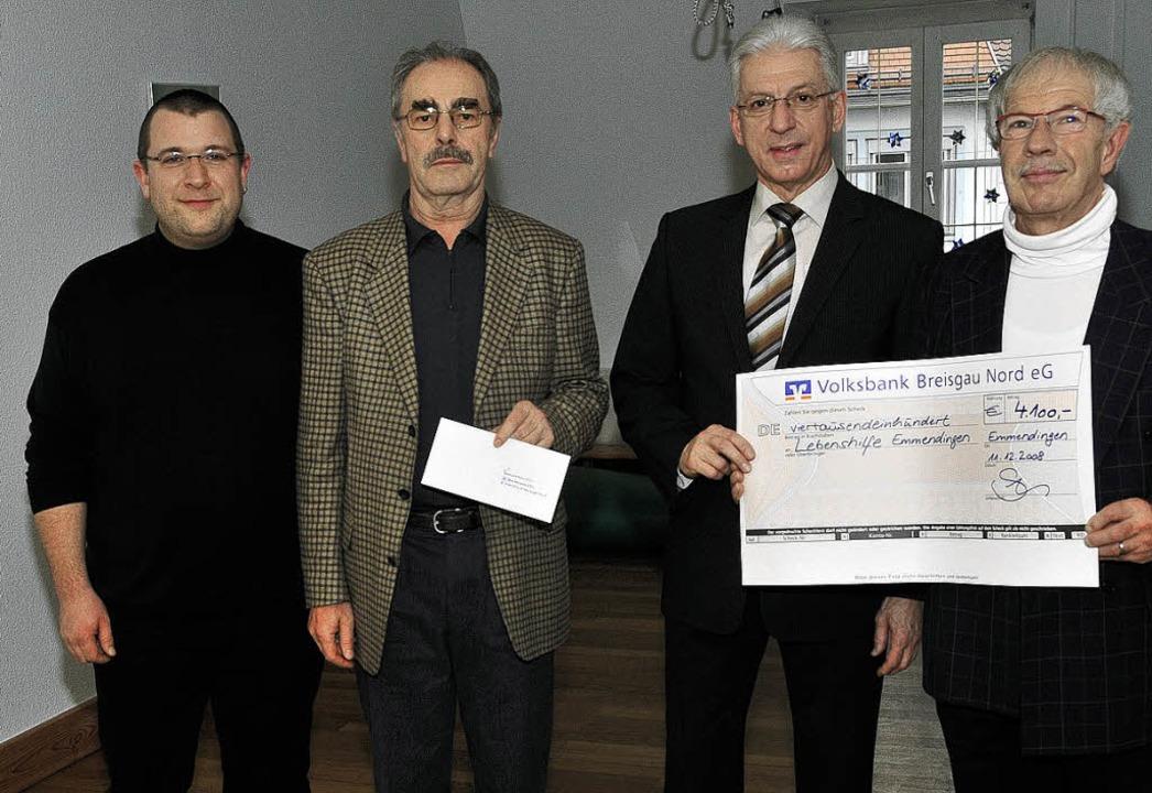 <Bildtext>Statt Geschenke zum Abschied...eck in Höhe von 4100 Euro. </Bildtext>  | Foto: Dieter Erggelet