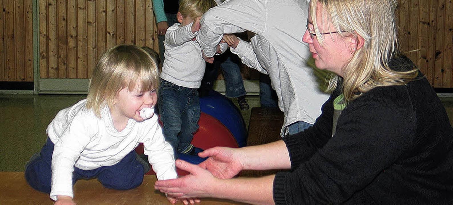 Bei der TuS-Nikolausfeier gab es für d... zum Erwachsenwerden - auch im Verein.  | Foto: Dennis Özkan