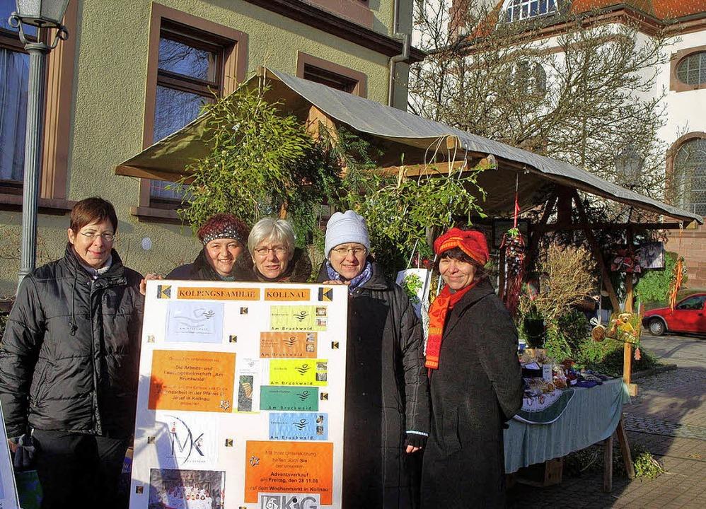 Die Frauen der Kolpingfamilie verkauft...liebten Christbaumverkauf in Kollnau.   | Foto: Barbara Dorner