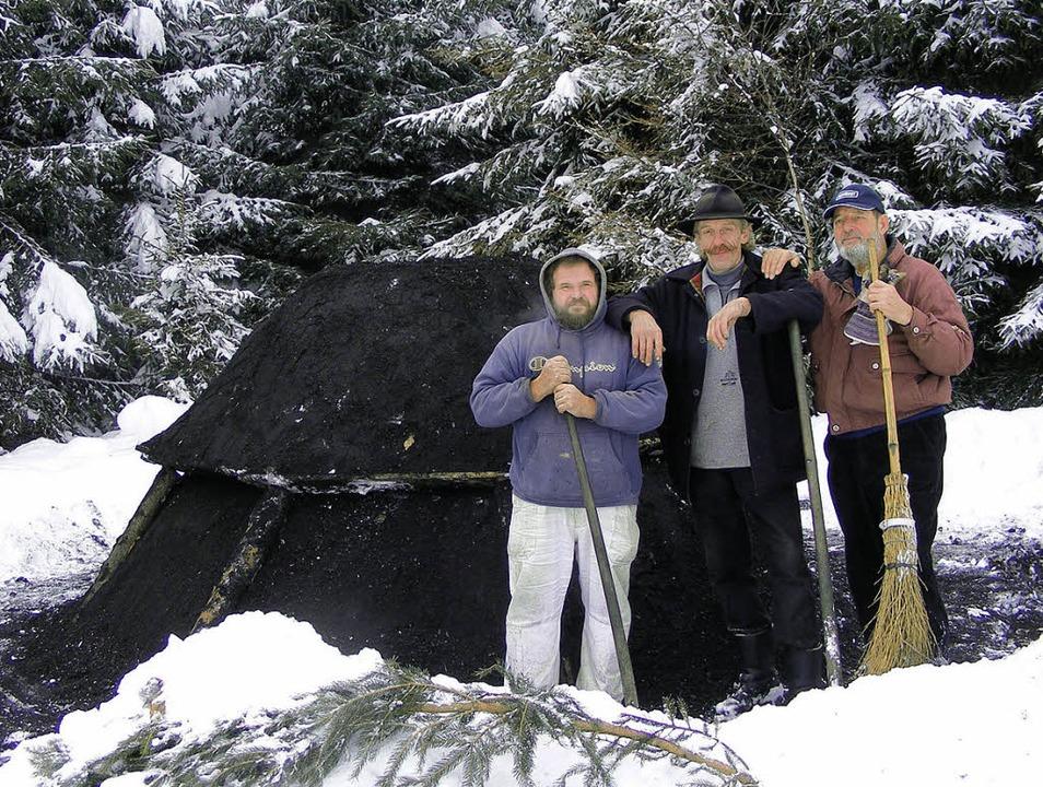 Bei der ersten Bergalinger Waldweihnac...iebene Wintermeiler bewundert werden.   | Foto:  WOLFGANG ADAM
