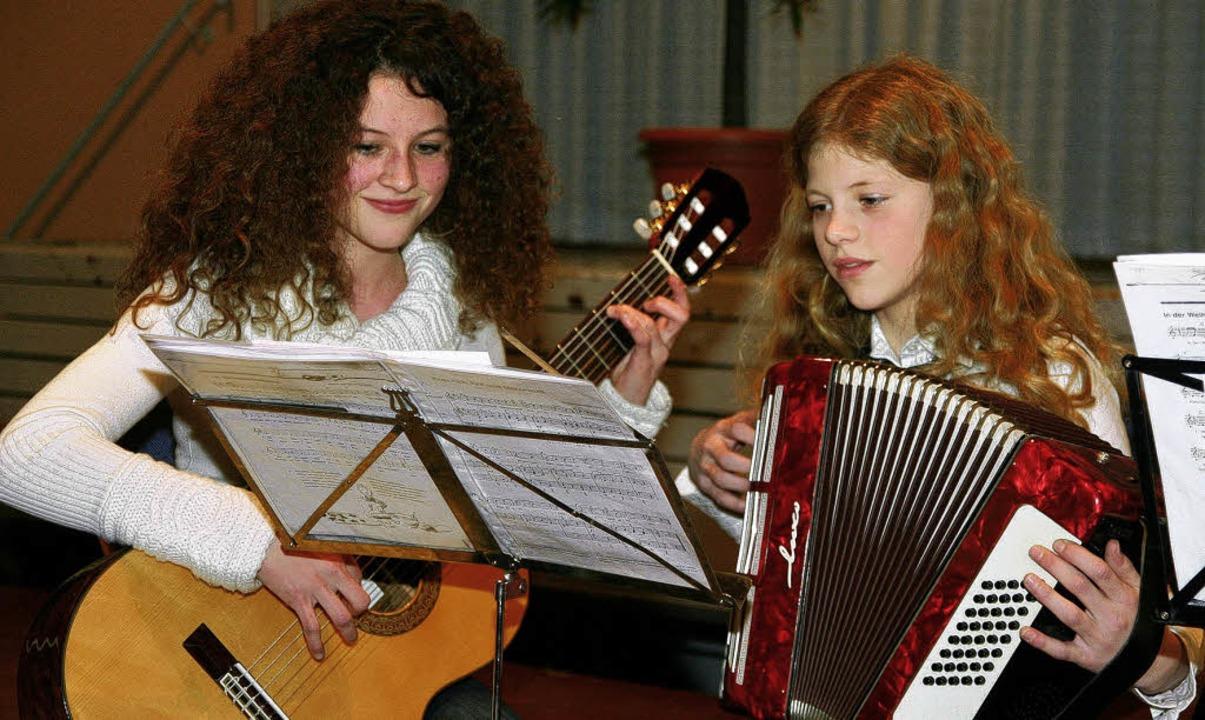 Das Weihnachtskonzert erfreute Jung und Alt, Sänger und Instrumentalisten.     Foto: DECOUX-KONE
