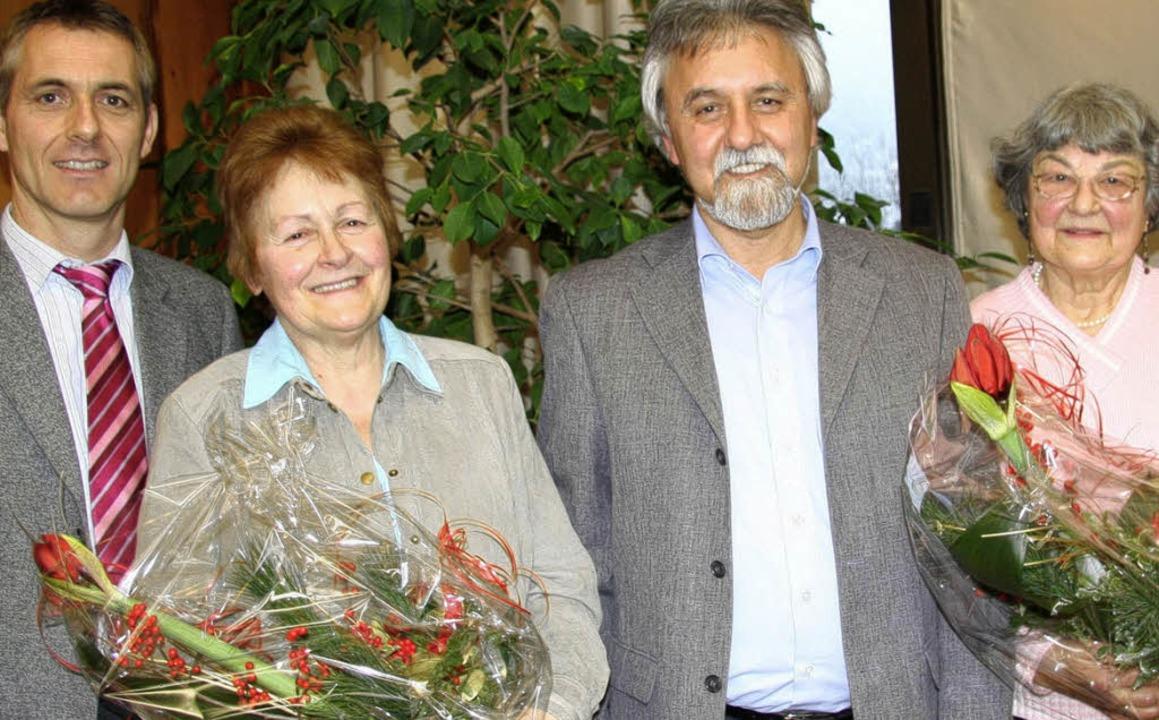 Ehrungen  beim Altennachmittag in Gren...a Hess   und Yvonne Richter (rechts).   | Foto: Weber-Kroker