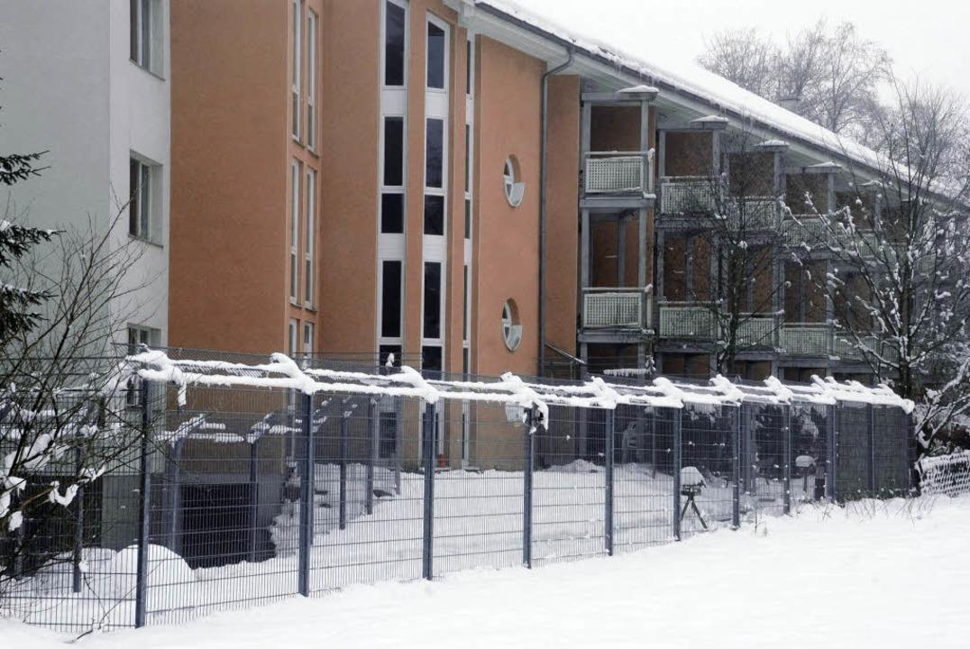 Der Zaun vor der geschlossenen Abteilu...t, entschied das Regierungspräsidium.   | Foto: BZ
