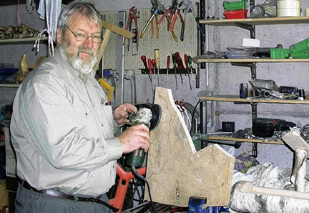 Peter Marx  in seiner Werkstatt.   | Foto: Beathalter