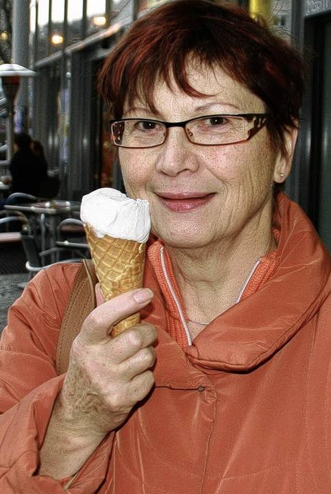 Dicke Jacke und eine leckere Kugel Eis: Marianne (51) aus Emmendingen   | Foto: A. Reiter