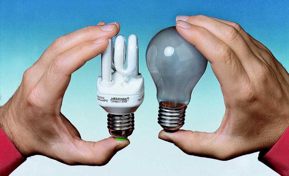 Energiesparlampe oder Glühbirne? Das ist hier die Frage.    Foto: PROMO