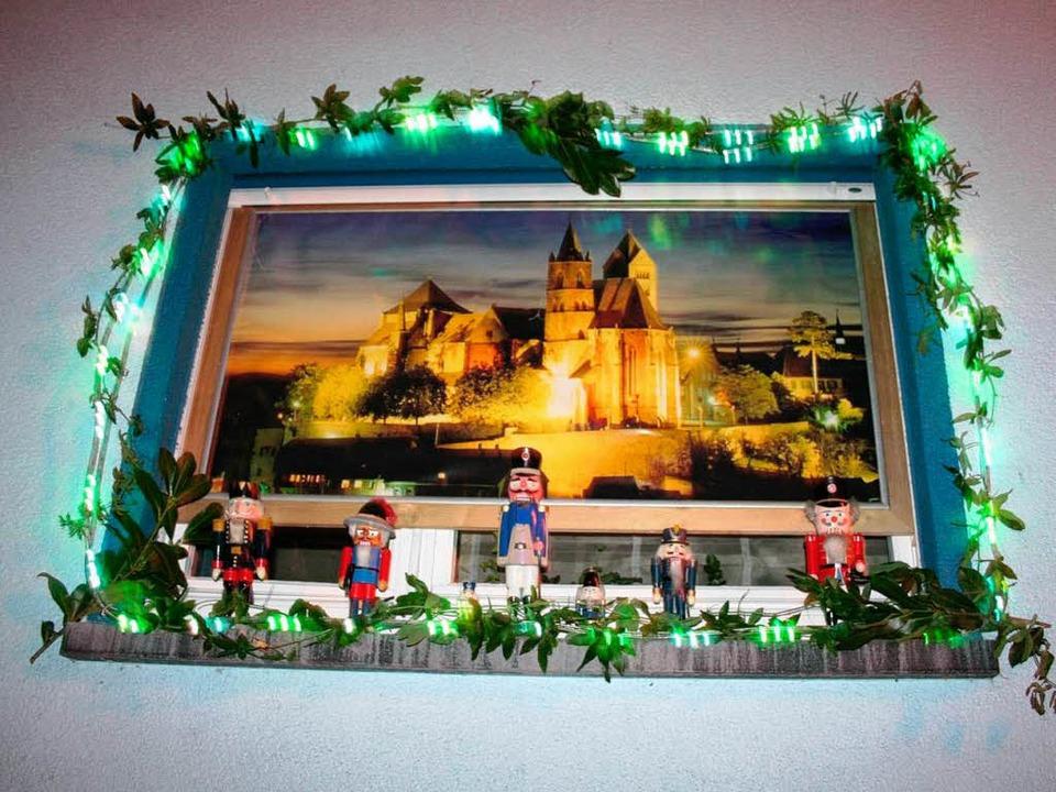 Die Adventsfenster - wie hier in der F...unden der Besinnung und Vorfreude ein.  | Foto: Bianka Pscheidl