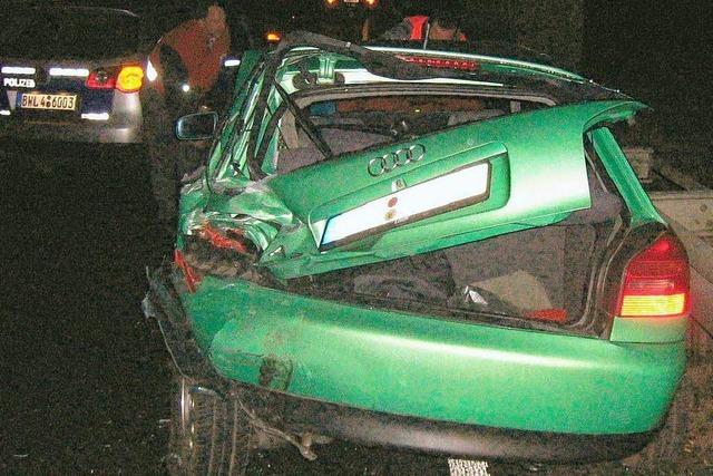 Autofahrer übersieht Stauende – zwei Verletzte