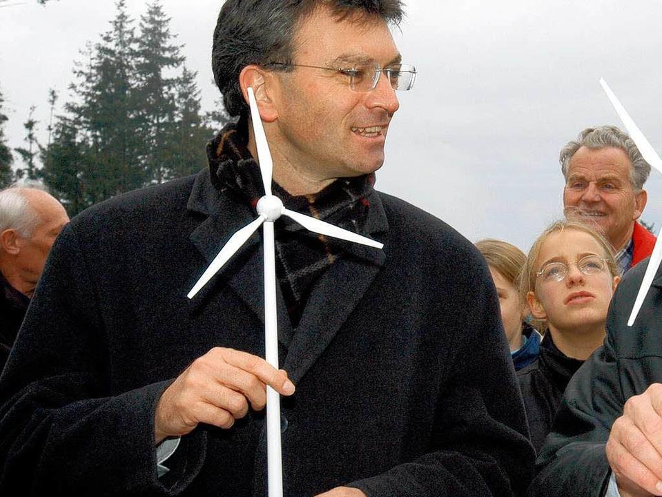 Oberbürgermeister Dieter Salomon will die Windkraft in Freiburg vorantreiben.  | Foto: Ingo Schneider