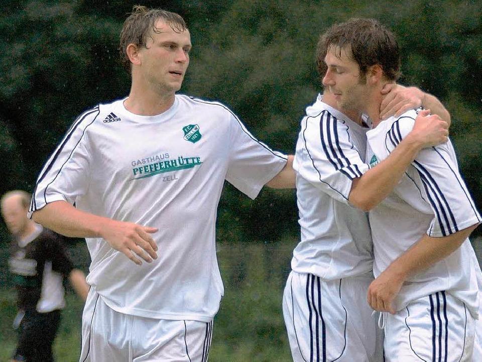 Timo Dreier (links) und Ralf Kiefer ha...mit dem FC Zell viel Grund zum Jubeln.  | Foto: Peter Gerigk