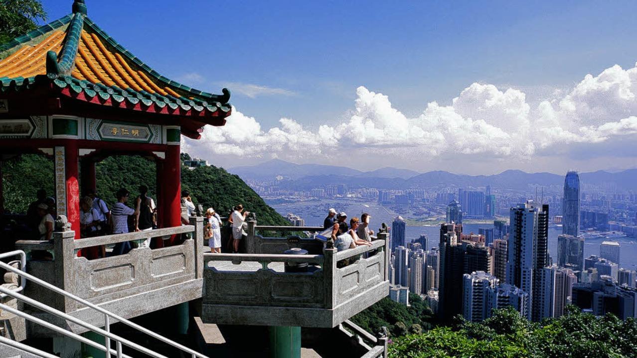 Gipfelstürmer: Der Victoria Peak biete... Blick auf die Skyline von Hongkong.    | Foto: stephan brünjes