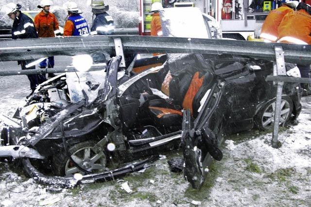 Mehrere Unfälle bei Schnee und Glätte