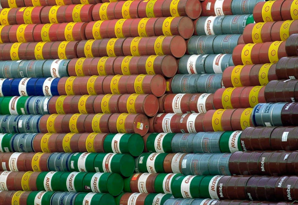 Fass für Fass wird Rohöl derzeit billi...m Preisverfall jetzt Einhalt gebieten.    Foto: dpa