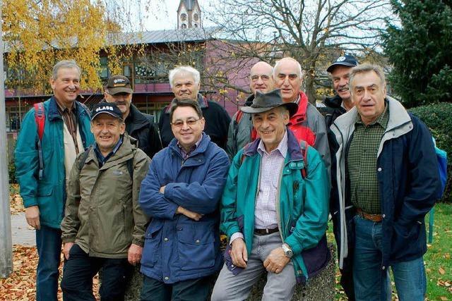 Unternehmungslustige Rentnergruppe