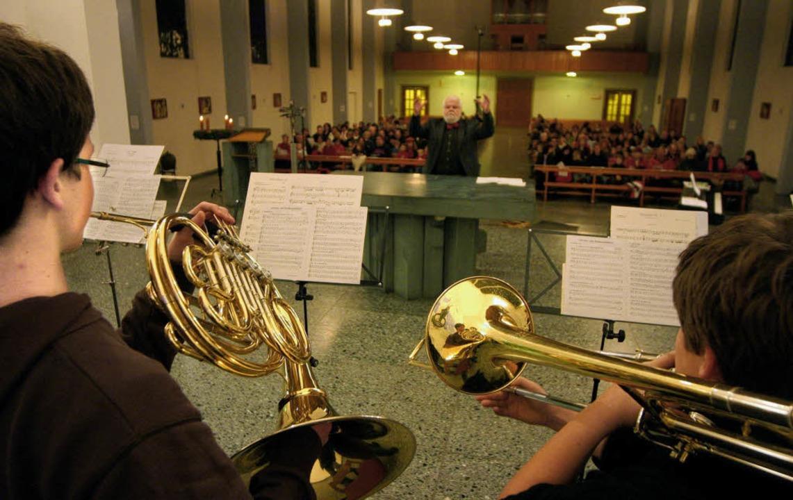 """Schüler von """"Musikum"""" musizieren in der Kirche St. Maria.     Foto: Bastian Henning"""