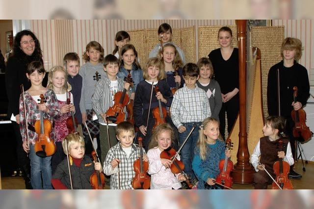 Junge Instrumentalisten musizieren