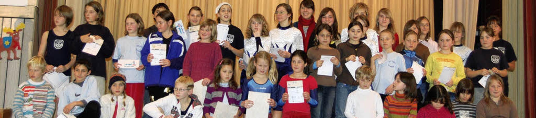 Über Urkunden und  Auszeichnungen durf...etliche Kinder beim TV Hausen freuen.   | Foto: Angelika Schmidt