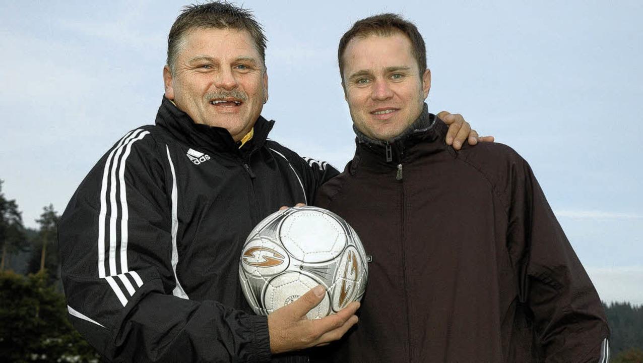 Konkurrenten in der Liga, aber Freunde...trainer Zeljko Cosic vom FC Lenzkirch   | Foto: Ruoff