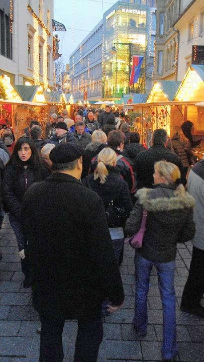 Innenstadt am Weihnachtsmarkt     Foto: Ruda