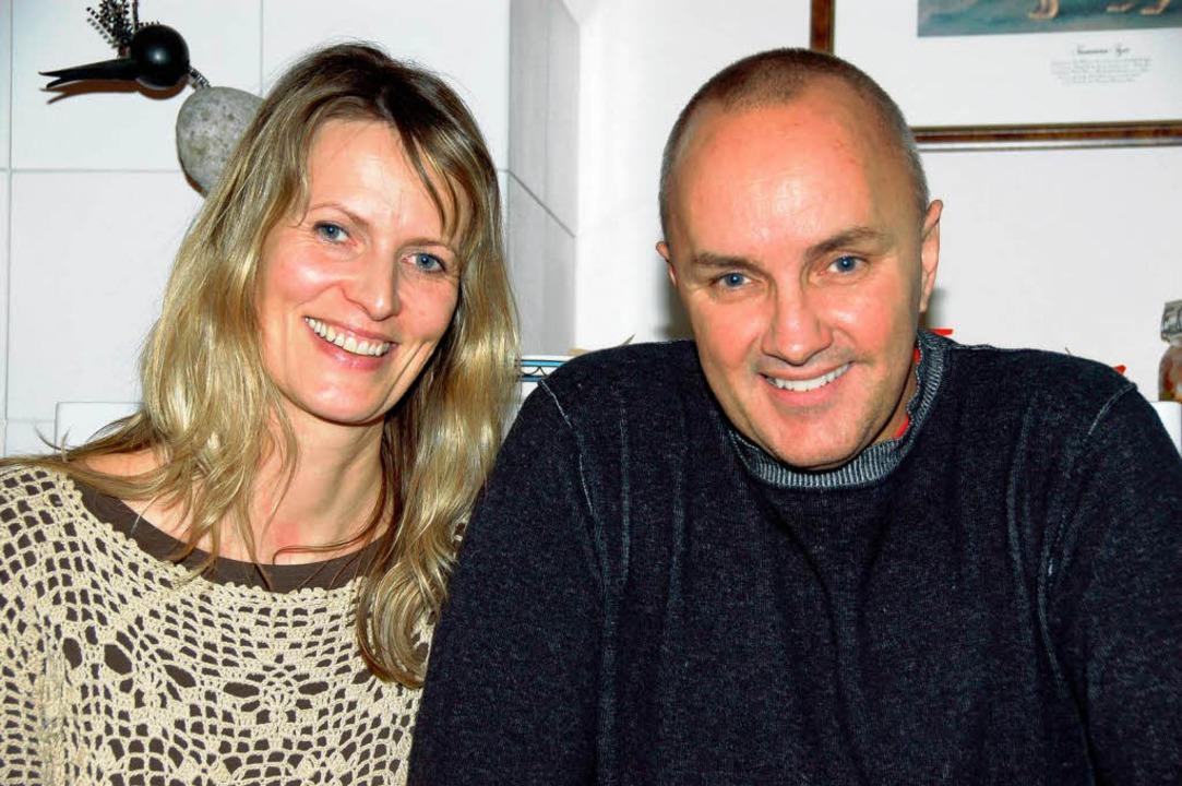Elke und Geoff Healey  feiern schon seit vielen Jahren gemeinsam Weihnachten.  | Foto: Jutta Binner-Schwarz