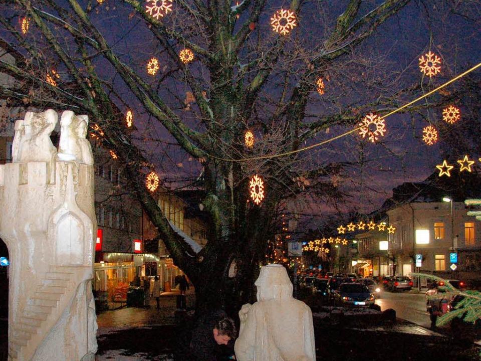 Weihnachtsgeschäft im Lichterglanz   | Foto: Sigrid Umiger