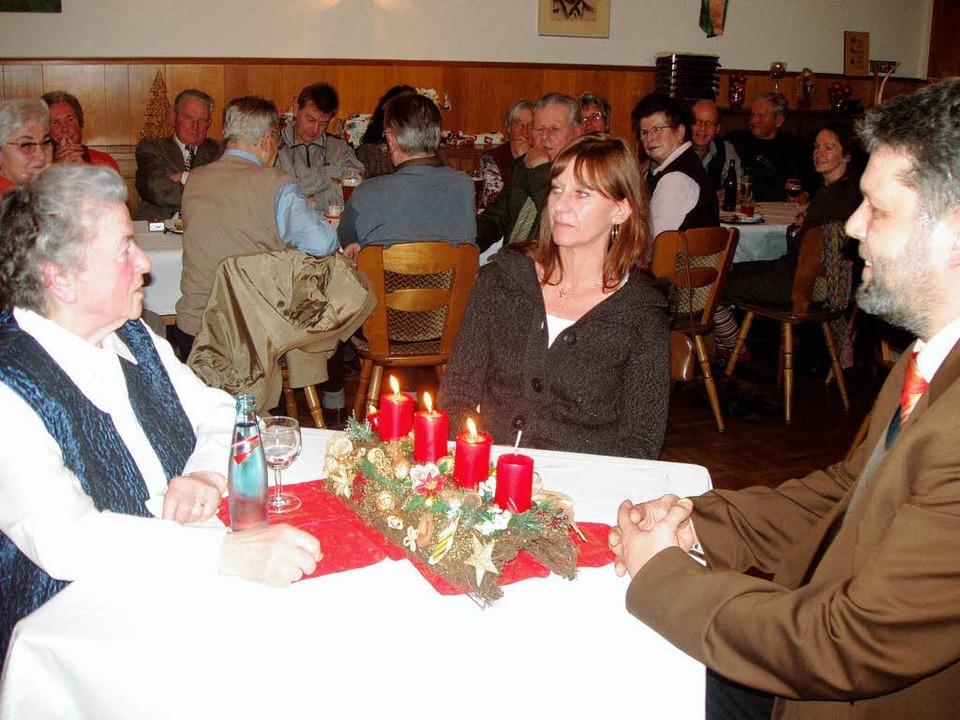 Hildegard Burger im Interview mit BZ-R... Juliane Kühnemund und Michael Scharf.  | Foto: Martha Weishaar