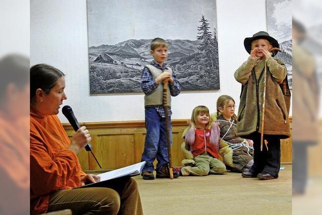 Kinder spielen Geschichte nach