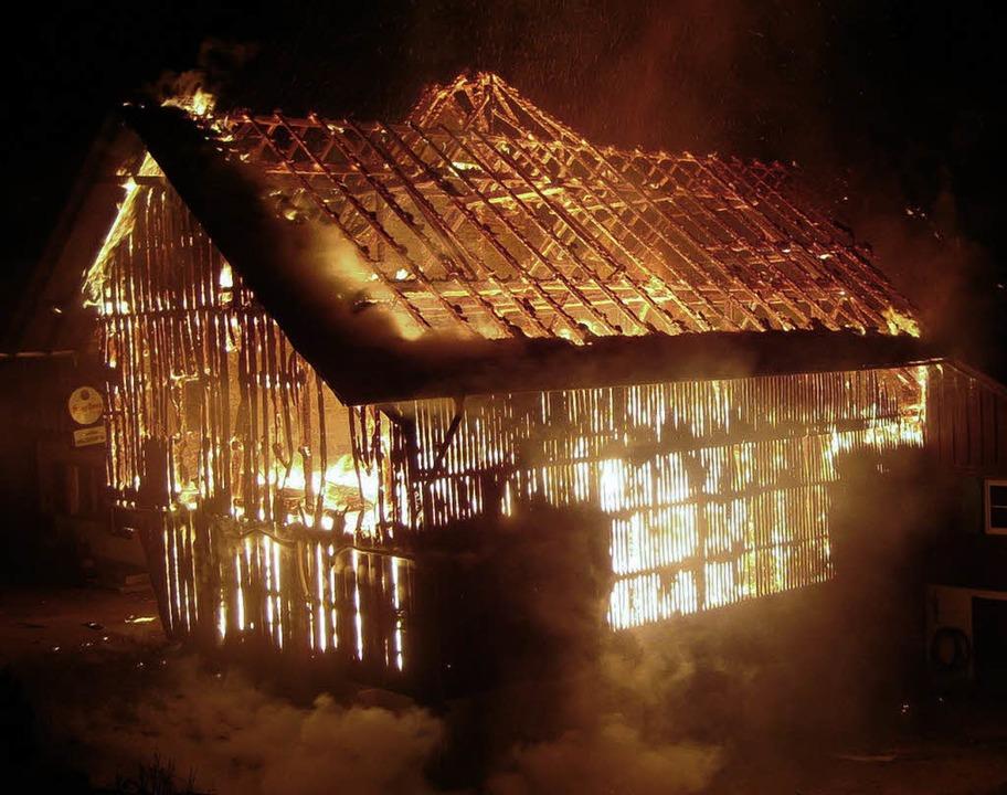 Ein Teil des Gasthauses Bischenberg  w...Nacht zu Montag ein Raub der Flammen.     Foto: polizei