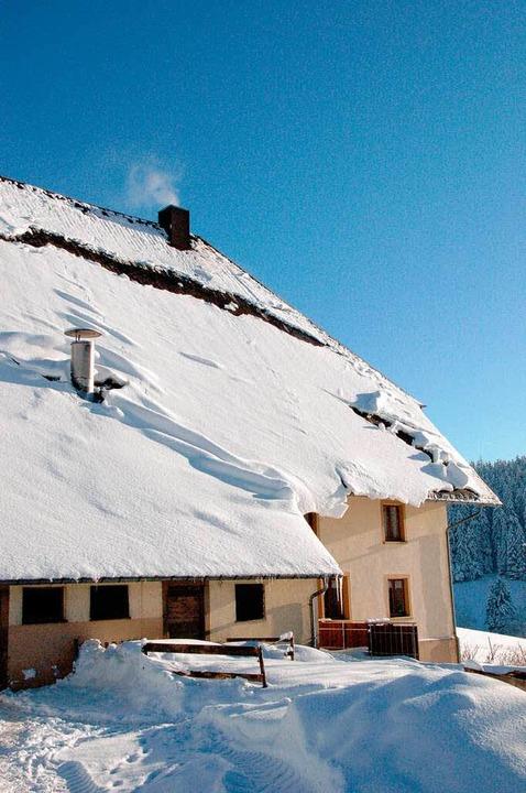 Der Hinterbauernhof in St. Peter trotzt dem Schnee.  | Foto: Hoffmann