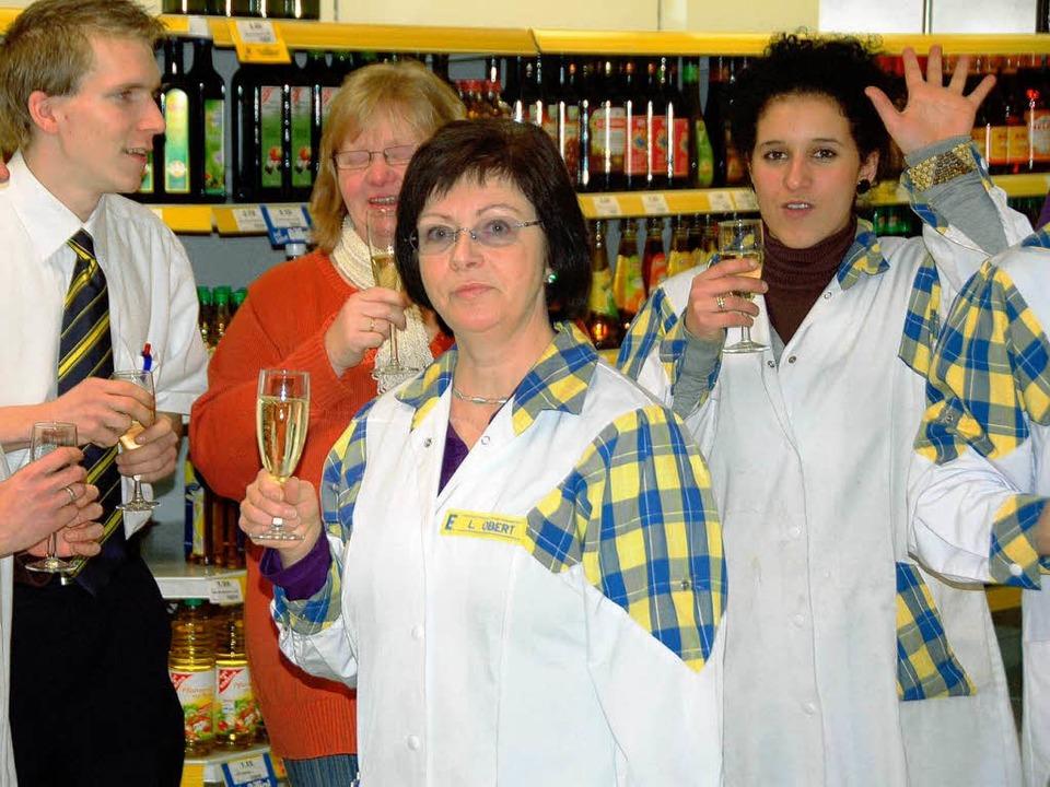Den Edeka-Abschied feierten Mitarbeiter und Kunden.  | Foto: Sarah Nagel