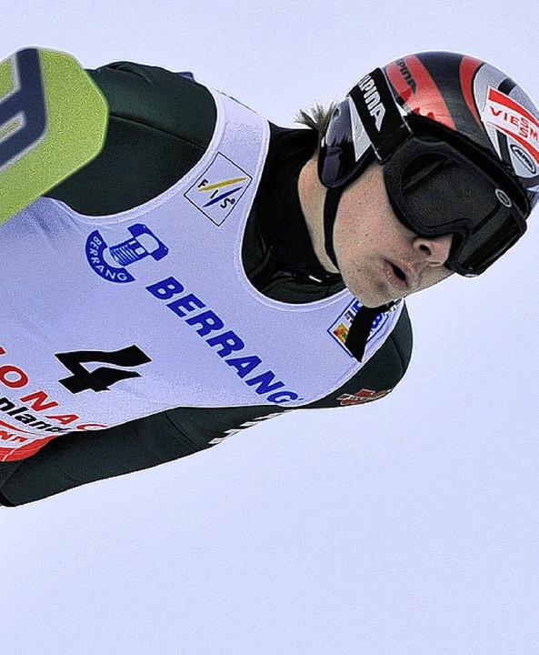 Nach einem soliden Sprung beherzt auf ...piste:  Weltcup-Debütant Fabian Rießle  | Foto: Patrick Seeger