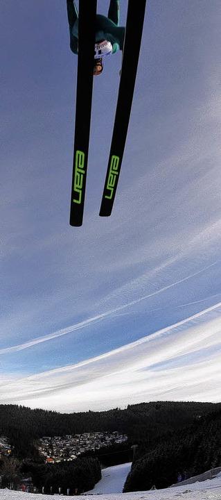 Letzter Landeanflug vom alten Bakken: Weltcupspringer auf der Langenwaldschanze  | Foto: Patrick Seeger