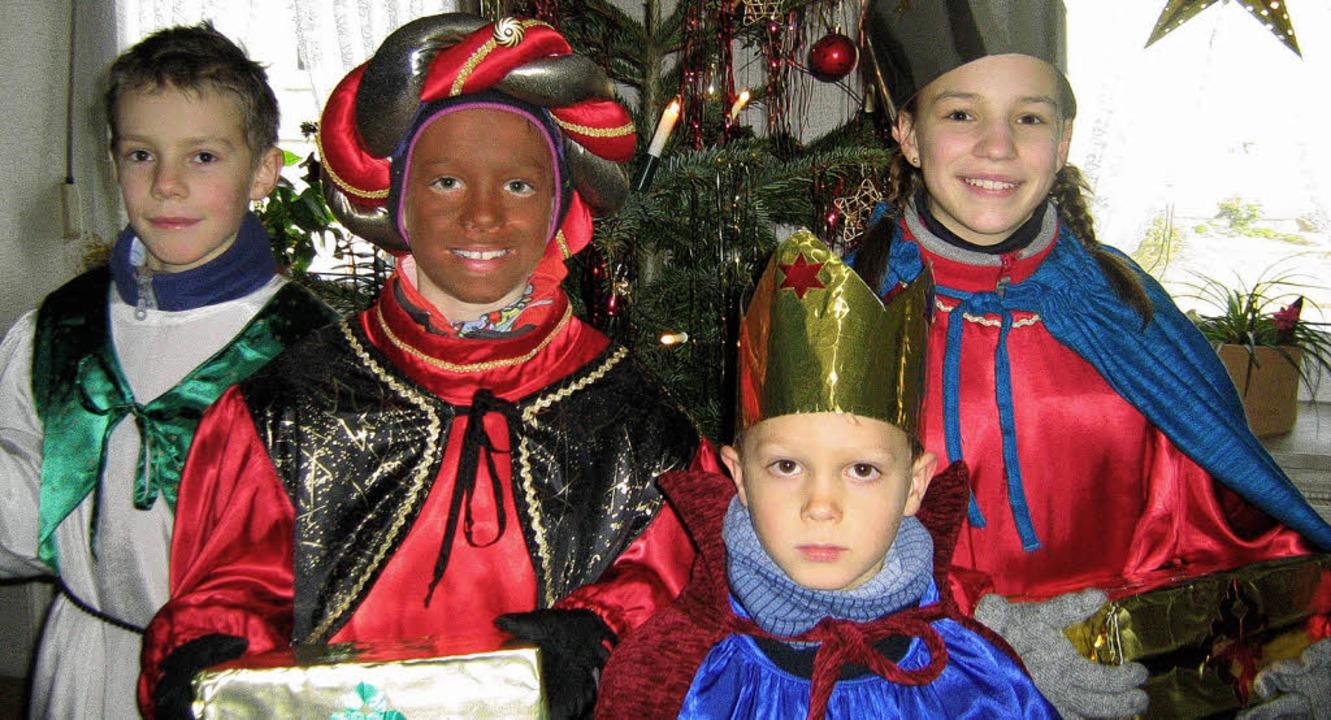 Kinder, verkleidet als Kaspar, Melchio...ntag vor Dreikönig von Haus zu Haus.    | Foto: Anne Freyer