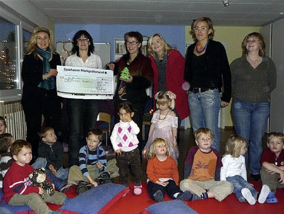 600 Euro spendete die Firma Tuja  für die Kinder des Wunderfitz.   | Foto: Privat