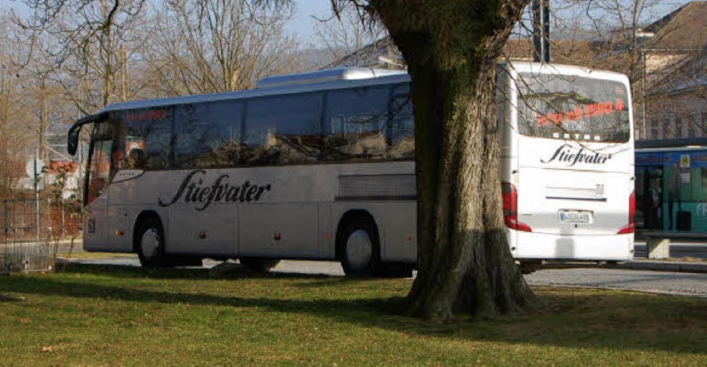 Das Busunternehmen Stiefvater ist jetz...Linien auf dem Busbahnhof in Lörrach.     Foto: Nikolaus Trenz