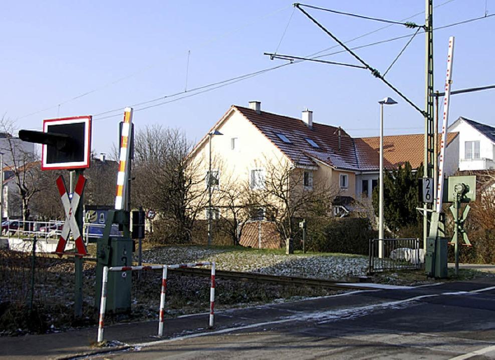 Musste zeitweilig offen bleiben: Der Bahnübergang in Altweil    | Foto: Frey