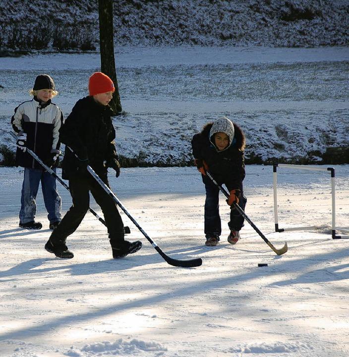 Eislaufen macht Spaß, ist aber nicht g...#8220; nicht benutzbar (oben rechts).   | Foto: Fotos: Mirko Hin