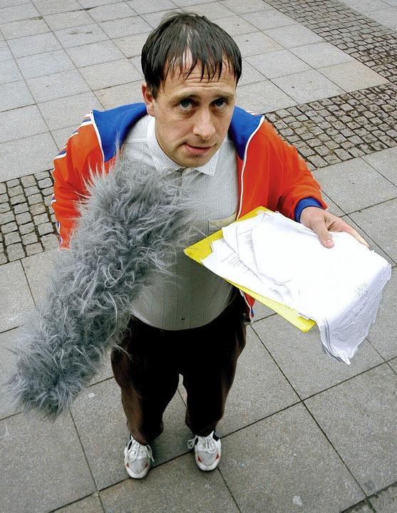 Mikro, Trainingsjacke, zerfledderter Notizblock: Das ist Alfons     Foto: BZ