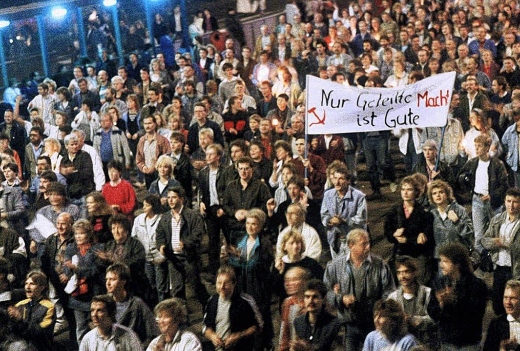 Was im Januar mit 800 Menschen begann,...n Leipziger Montagsdemos im Herbst.     | Foto: DPA/BZ