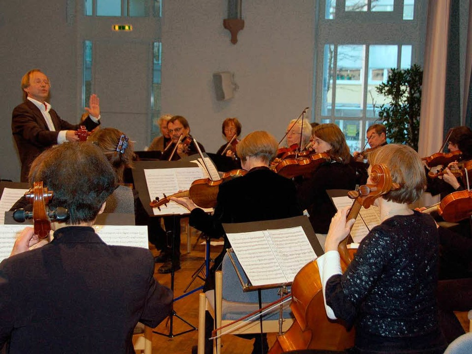 Das Orchester Emmendinger Musikfreunde...assisch-schönen musikalischen  Rahmen.    Foto: Sylvia-Karina Jahn