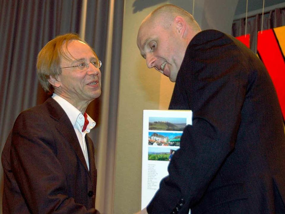 OB Schlatterer bedankt sich bei Dirige...eunde; das Orchester ist 25 Jahre alt.    Foto: Sylvia-Karina Jahn