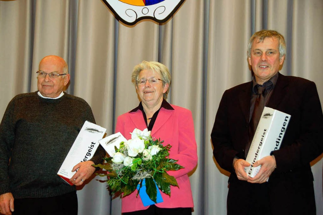 Dank an die Chronik-Macher: Bernd Kellner, Anneliese Kaiser und Hans-Jörg Jenne    Foto: Sylvia-Karina Jahn