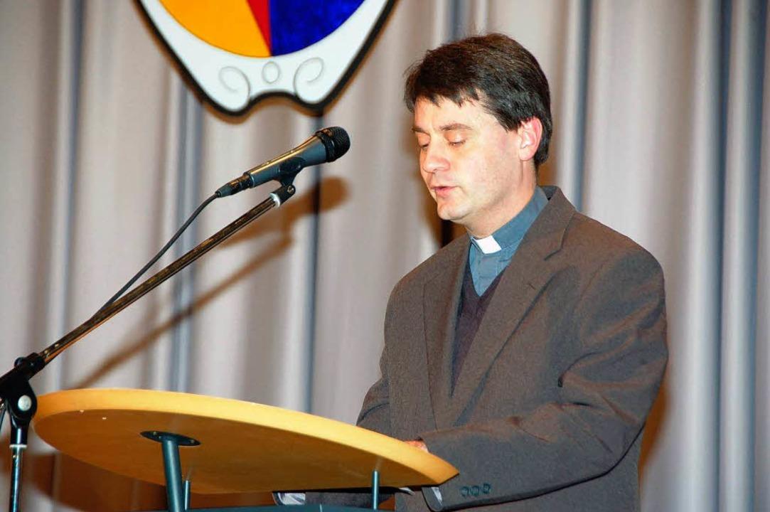 Pfarrer Gianluca Carlin bei seinem Gru...n wollen ein Zeichen der Hoffnung sein    Foto: Sylvia-Karina Jahn