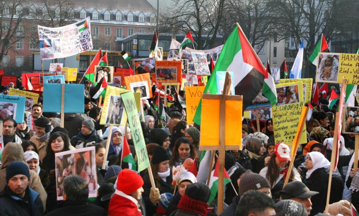 Der Demonstrationszug in Freiburg.  | Foto: Rita Eggstein