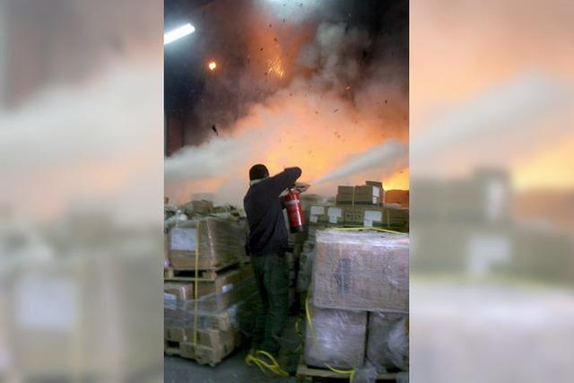 Brandbomben auf Hilfsgüter