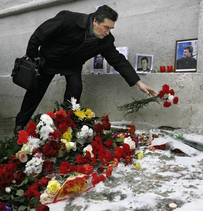 Nach dem Dreifachmord gedenken viele Moskauer der Toten  | Foto: dpa