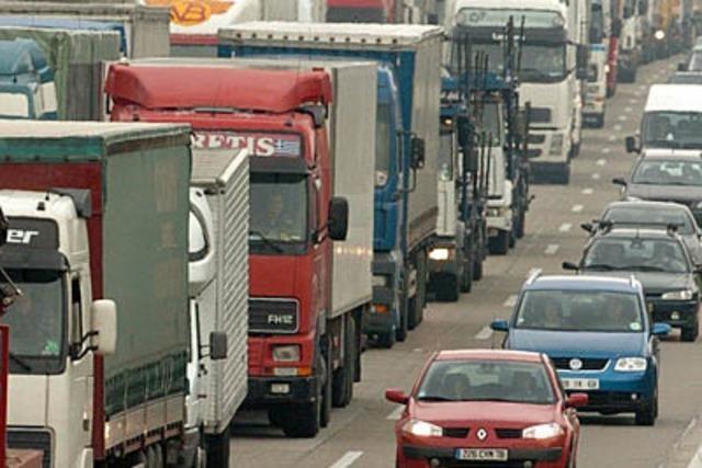 Umbau der Zollanlage soll Lastwagenstau auflösen