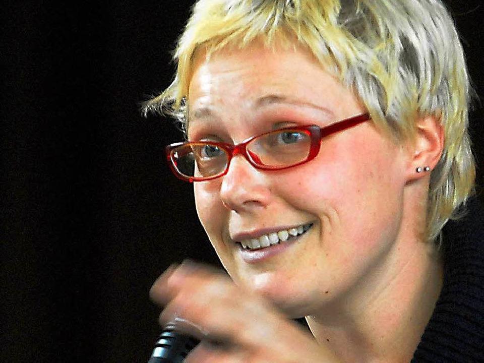 Ulrike Derndinger trägt ihre Texte gerne selber vor.  | Foto: Michael Bamberger