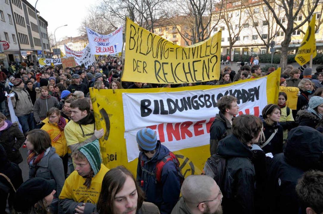 """""""Ist Bildung ein Privileg für di... einer Demonstration in der Innenstadt    Foto: Ingo Schneider"""